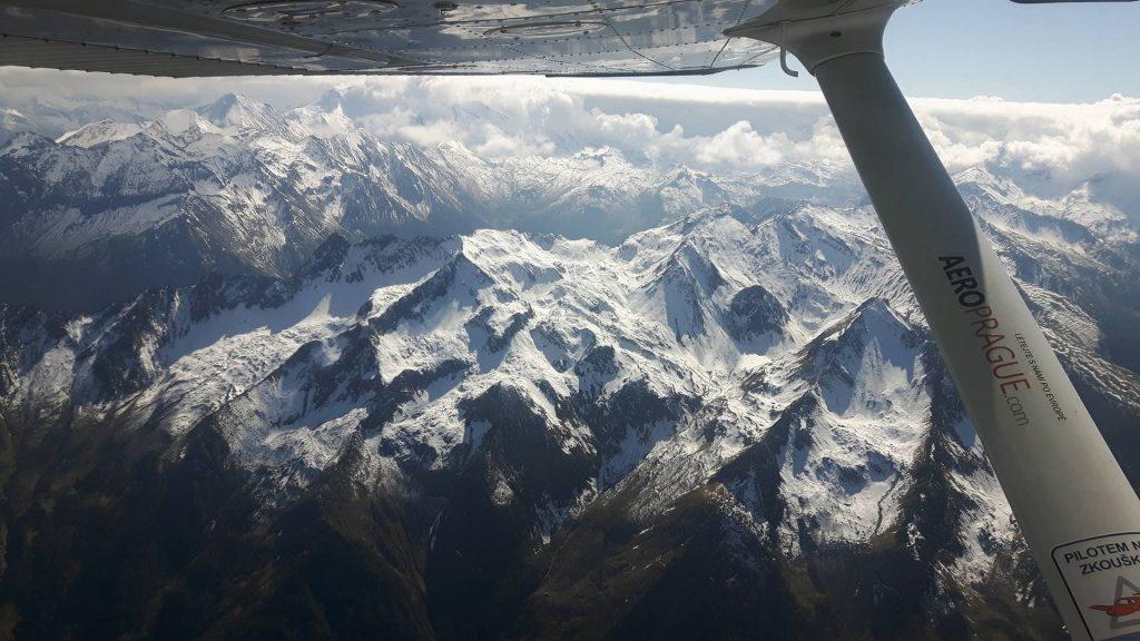 Fotografie z vyhlídkového letu nad Alpy