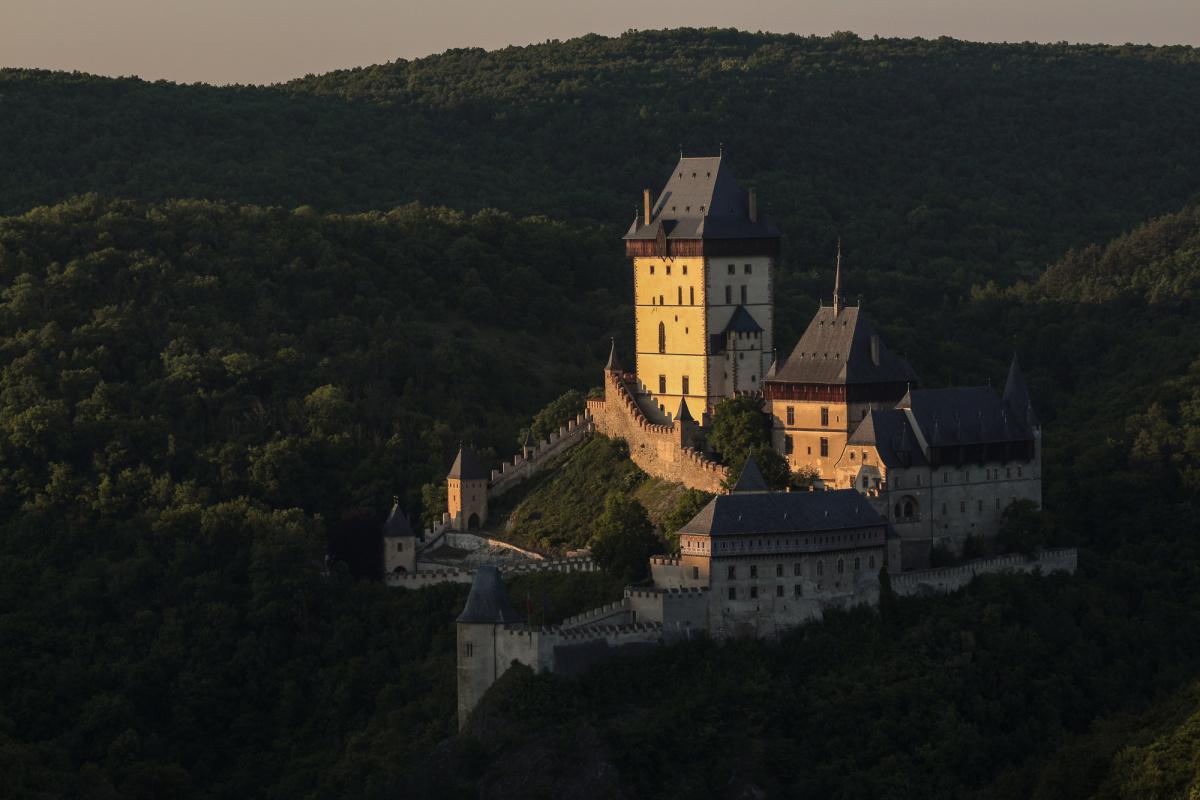 Hrad Karlštejn z letadla