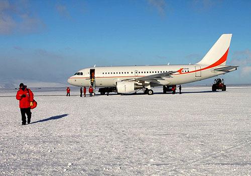 Zásobovací Airbus na Antarktidě